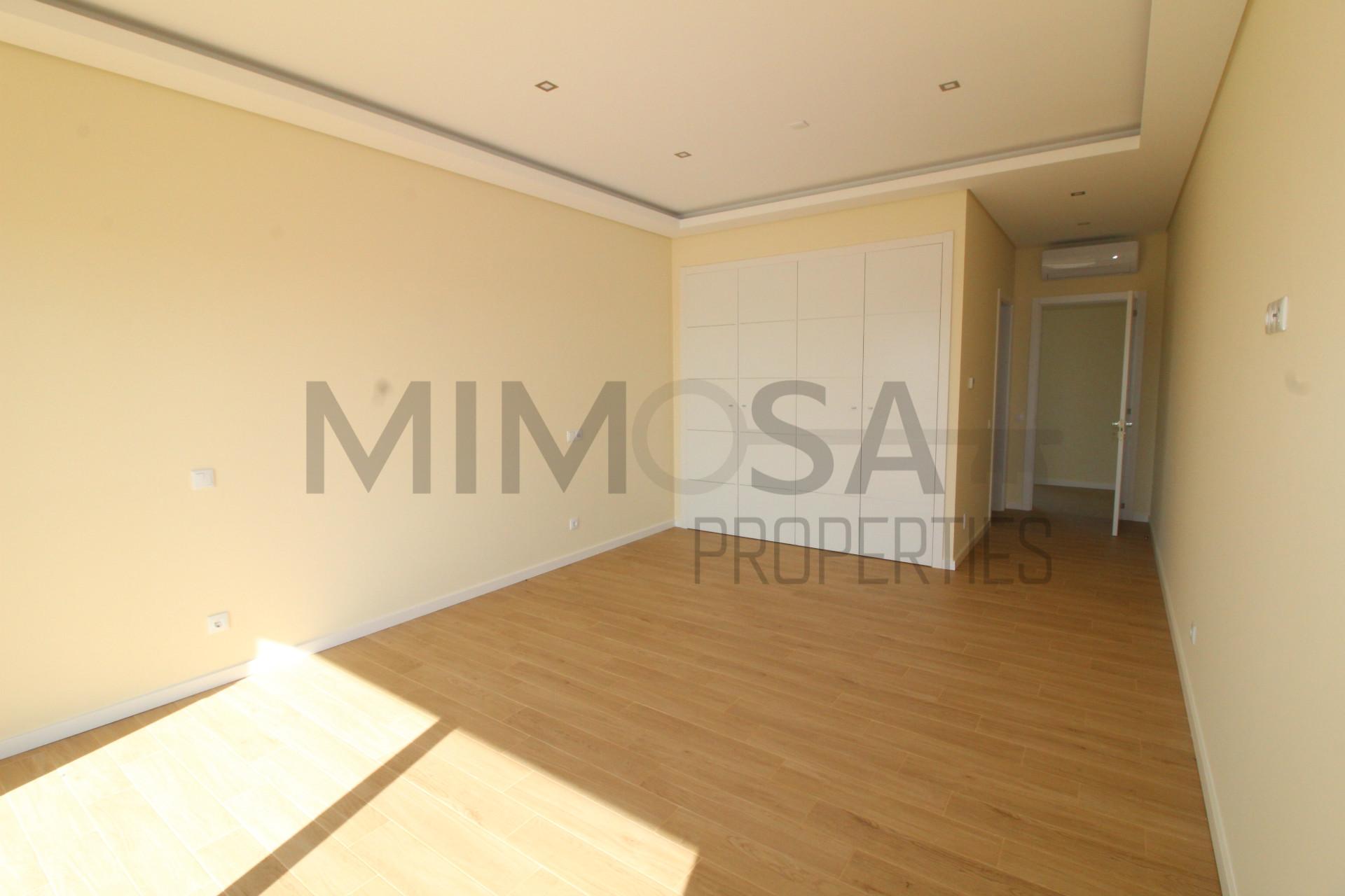 House 6 Bedrooms Sale em Odiáxere,Lagos
